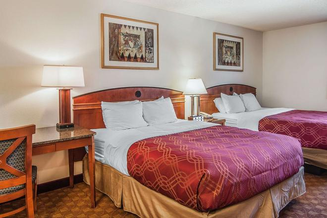 Econo Lodge Inn & Suites Madras Chateau Inn - Madras - Schlafzimmer