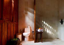Kalapa Resort And Yoga Retreat - North Kuta - Phòng tắm