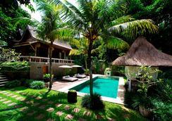 Kalapa Resort And Yoga Retreat - North Kuta - Bể bơi