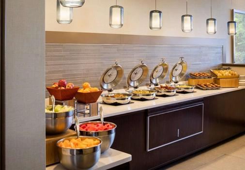 DoubleTree by Hilton Leominster - Leominster - Buffet