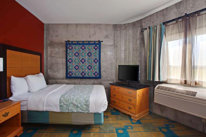 La Quinta Inn & Suites by Wyndham Irvine Spectrum - Irvine - Makuuhuone