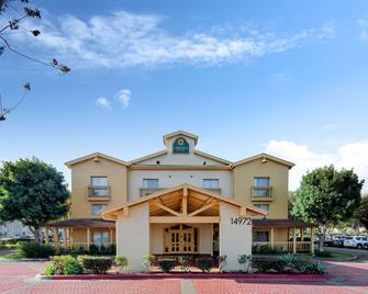 La Quinta Inn & Suites by Wyndham Irvine Spectrum - Irvine - Building