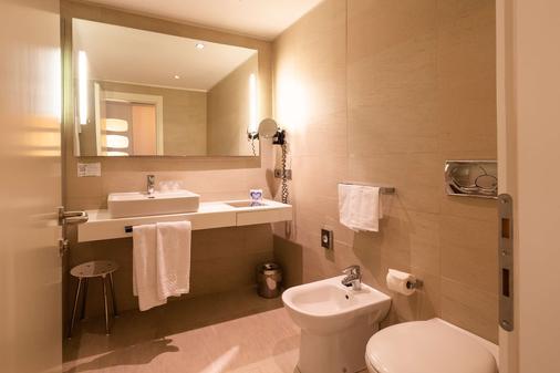 Best Western Plus Tower Hotel Bologna - Bologna - Bathroom