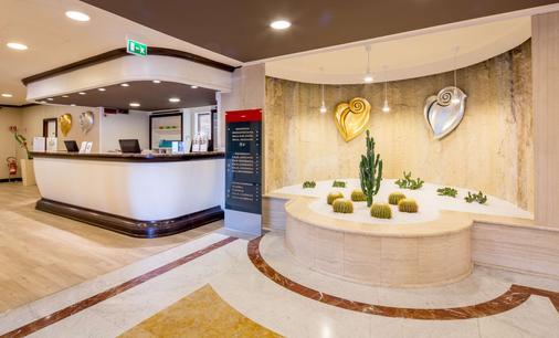 Best Western Plus Tower Hotel Bologna - Bologna - Front desk