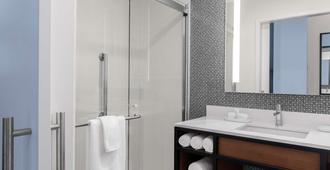 The Fort Sutter Sacramento Tapestry Collection by Hilton - Sacramento - Bathroom
