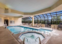 Quality Suites Milwaukee Airport - Milwaukee - Pool