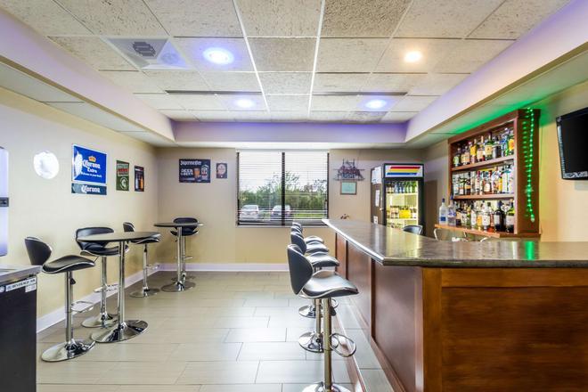 Quality Suites Milwaukee Airport - Milwaukee - Bar
