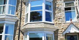 Blue Sky Bed And Breakfast - St. Ives - Building