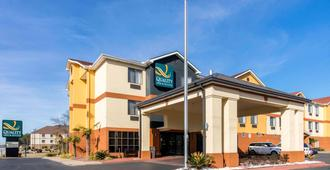 Quality Inn and Suites Montgomery East Carmichael Rd - Montgomery - Gebäude