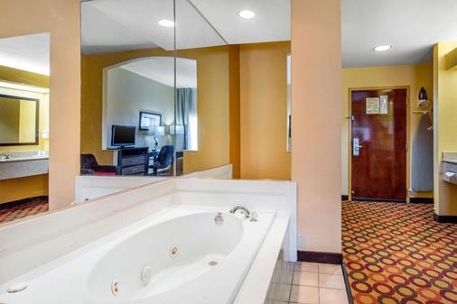 Quality Inn and Suites Montgomery East Carmichael Rd - Montgomery - Bathroom