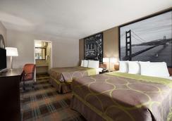 Super 8 by Wyndham Salinas - Salinas - Bedroom