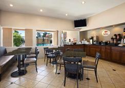 Super 8 by Wyndham Salinas - Salinas - Restaurant
