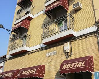 Hostal El Emigrante - Dos Hermanas - Gebäude