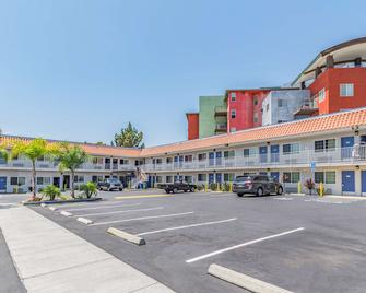 Motel 6 National City, CA - National City - Building