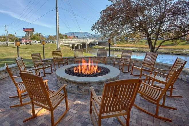The Inn on the River - Pigeon Forge - Patio