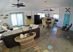 Half Moon Cottage Bahamas Stella Maris - Stella Maris - Living room