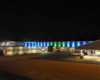 Hotel Motel Les Cascades - Alma - Building