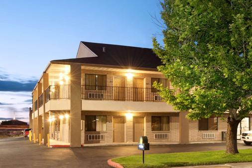 Days Inn by Wyndham Albuquerque West - Albuquerque - Building