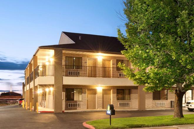 西阿爾伯克爾基戴斯酒店 - 阿爾布奎克 - 阿布奎基 - 建築