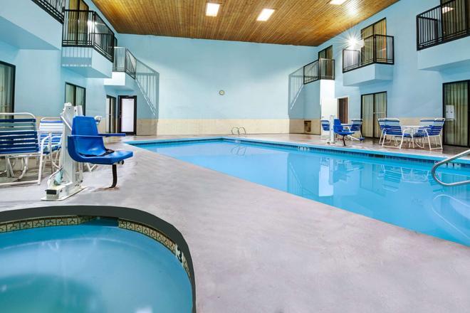 西阿爾伯克爾基戴斯酒店 - 阿爾布奎克 - 阿布奎基 - 游泳池