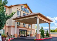 Comfort Inn & Suites Airport Convention Center - Reno - Building