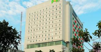Pop! Hotel Gubeng Surabaya - סוראבאיה - בניין