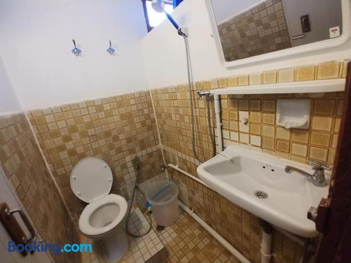 普拉蘇瑞旅館 - 曼谷 - 浴室