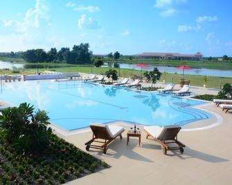 Horizon Lake View Resort Hotel - Nay Pyi Taw - Pool