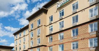 Radisson Hotel & Suites Fort McMurray - ฟอร์ท แมคมูเรย์