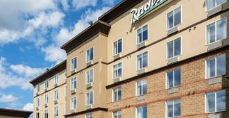 Radisson Hotel & Suites Fort McMurray - Форт-Макмуррей