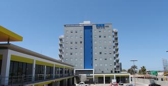 One La Paz - לה פס