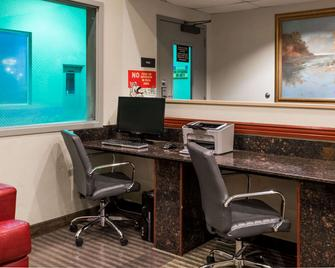 Super 8 by Wyndham Kelso Longview Area - Kelso - Business Center