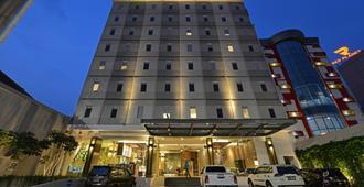 Pop Hotel Pasar Baru - Jakarta - Building