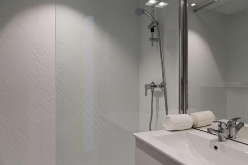 The Originals City, Hôtel Agora, Nantes Ouest (Inter-Hotel) - Orvault - Bathroom