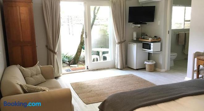 Pollock's B&B - East London - Living room