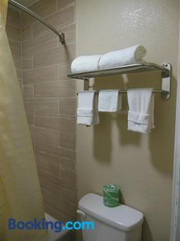 Route 66 Inn - Amarillo - Bathroom