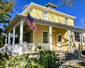 Lighthouse Inn Bed And Breakfast - Tybee Island - Building