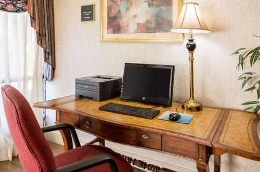 Quality Inn - Camp Springs - Business centre