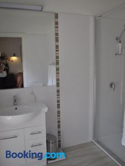 Captain's Cottage Bed & Breakfast - Moama - Bathroom