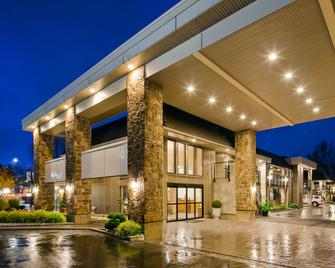 Best Western Plus Burnaby Hotel - Burnaby - Building