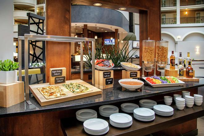 Embassy Suites by Hilton Dallas Park Central Area - Dallas - Buffet