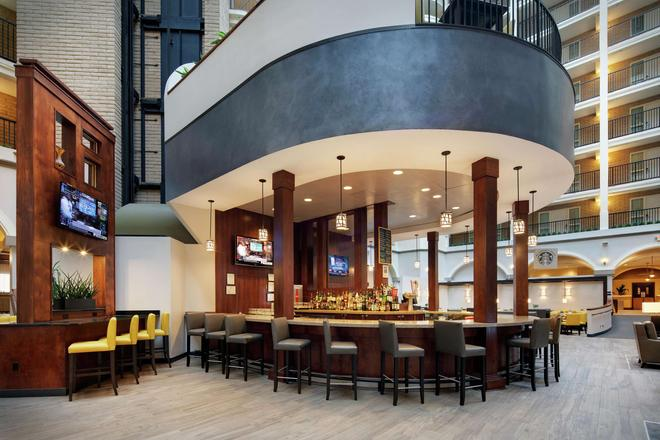 Embassy Suites by Hilton Dallas Park Central Area - Dallas - Bar