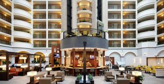 Embassy Suites by Hilton Dallas Park Central Area - Ντάλας - Σαλόνι ξενοδοχείου