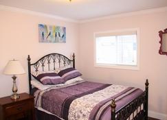 Quaint 3-Bedroom Duplex - Greenwich - Bedroom