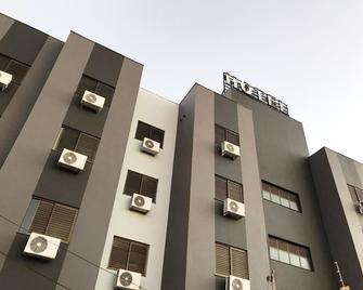 Master Gold Express Hotel - Cascavel - Building