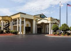 Quality Inn and Suites Mooresville-Lake Norman - Mooresville - Rakennus
