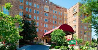 Courtyard by Marriott Kansas City Country Club Plaza - Kansas City - Building