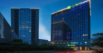 Holiday Inn Express Hangzhou Huanglong - Hangzhou - Building
