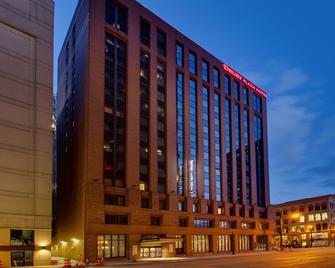 Drury Plaza Hotel Milwaukee Downtown - Milwaukee - Building