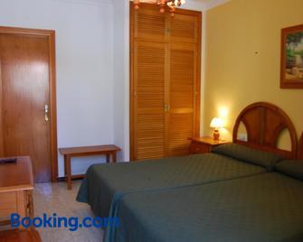 Hotel Antonio Conil - Коніль-де-ла-Фронтера - Bedroom